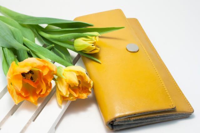 年収1000万の男性は、財布も高級感のあるものを選ぶ