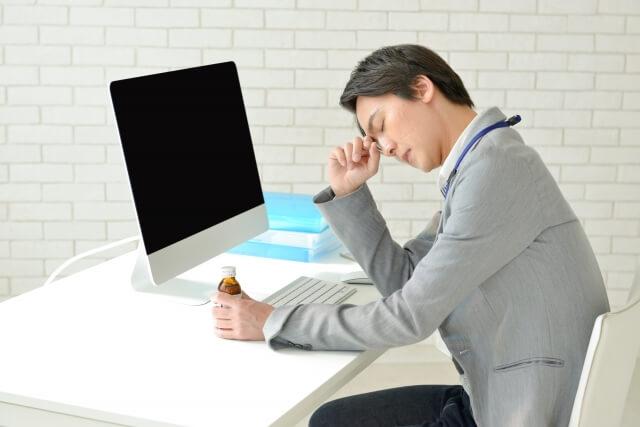 男性は長時間労働や仕事疲れによって婚活の場に参加しにくい