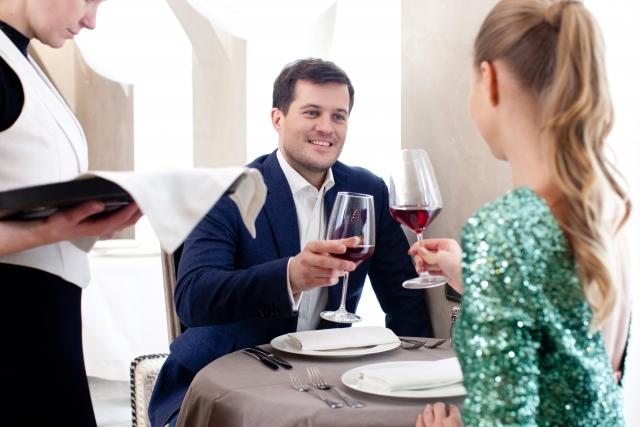実際に会うことのできる婚活パーティーのメリット・デメリットとは