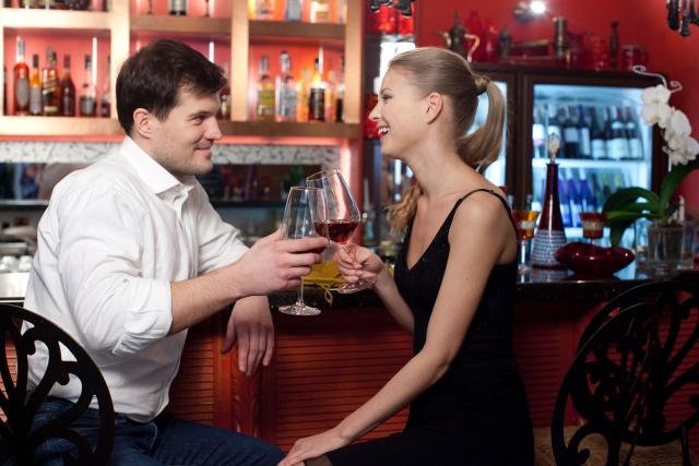 バーで出会いを見つけたことのある女性っているの?