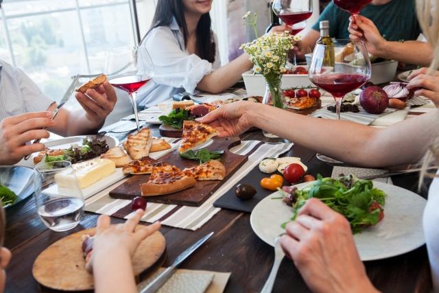 5 食事のとき、クチャクチャ音を立てて食べることにドン引き