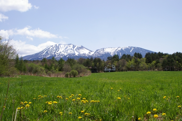5 夏は緑、冬は雪景色がキレイな「浅間山」