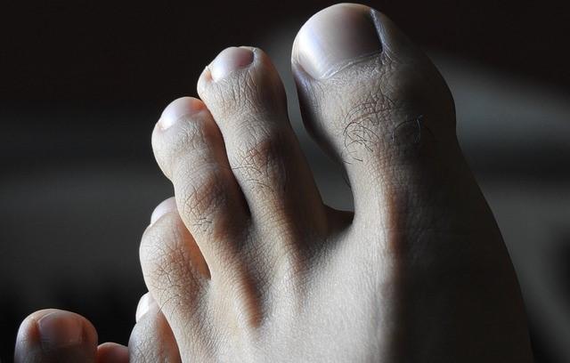 気になる部分⑦「足の指・甲の毛」
