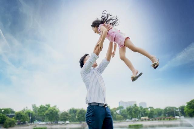 5. 結婚している友人や友人の子供と触れ合う