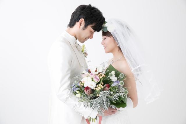 収入が少なくても結婚はできる!